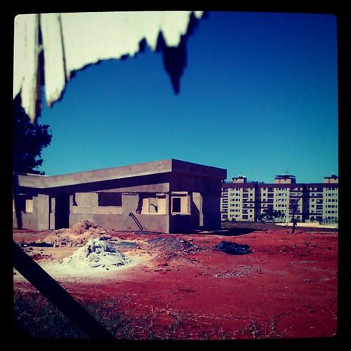 #descaso. Obra públuca do #gdf abandonada há MESES no #sudoeste #brasília