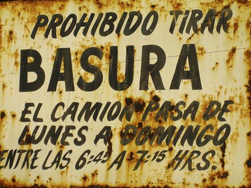 La Mierda de tu casa by LaVisitaComunicacion
