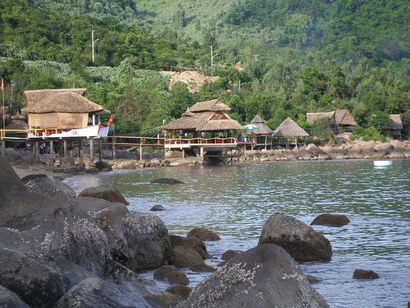 7608519432 b4aa734068 c Bãi Rạng Đà Nẵng   bãi đá biển Đà Nẵng đẹp mê hồn