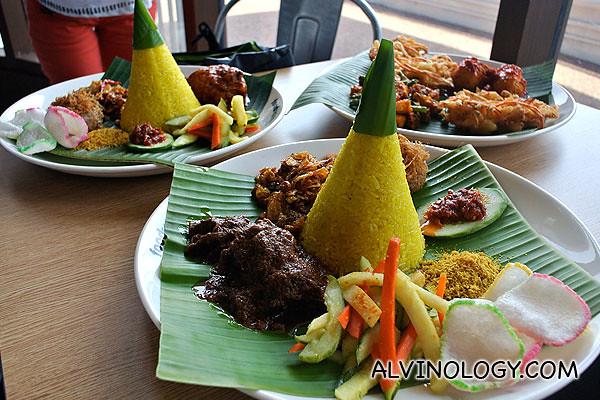 Dapur Padang - Nasi Kuning set