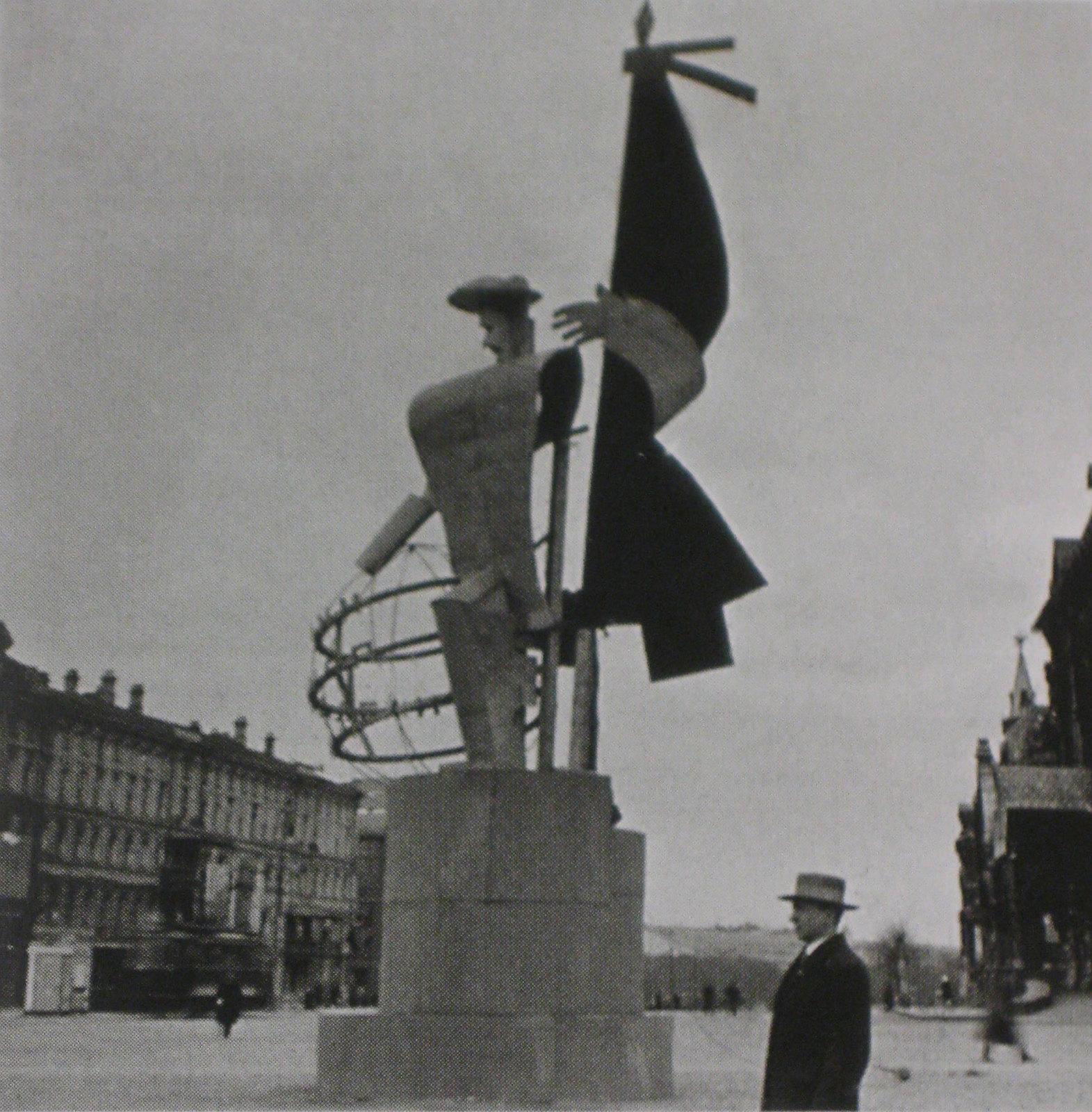 Constructivist propaganda figure, 1931 (photo by Ernst May)