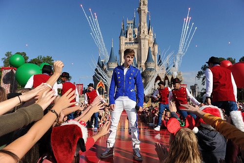 JUSTIN BIEBER TAPES DISNEY PARKS CHRISTMAS DAY PARADE TV SPECIAL