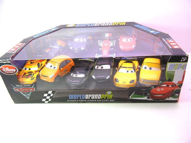 DISNEY STORE CARS 2 PIT CREW CHIEF SET #2 (1)