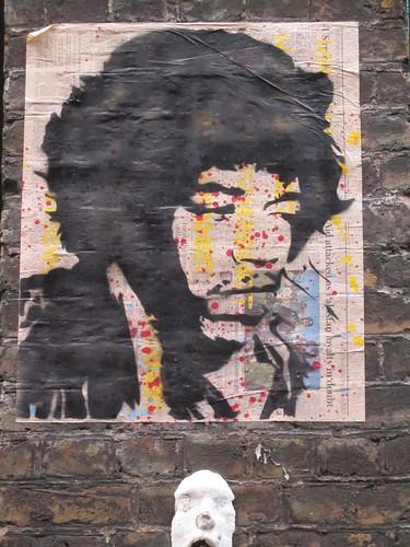 Street Art & Graffiti in Shoreditch - Mr Dot Fahrenheit