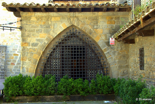 Vista de parte del bar llamado Mesón del Caballo Blanco, situado en el Rincón del Caballo Blanco, sobre el Baluarte del Redín, en las Murallas de Pamplona