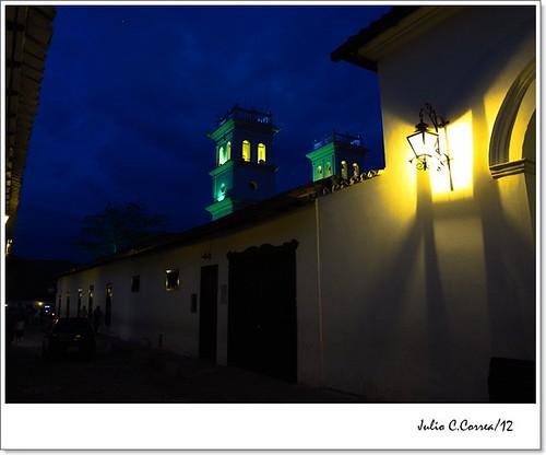 Girón nocturno by Julio César Correa