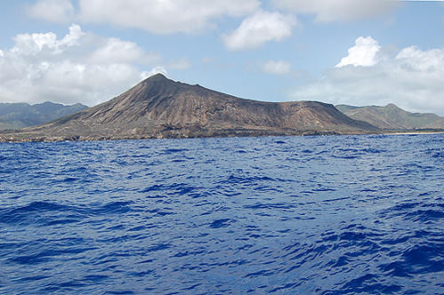 10 04.07 Koko Crater from sea sm