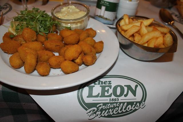 Mejillones rebozados en 'Chez Leon'