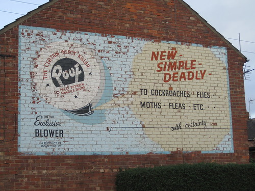 Pouf Insect Killer Ghostsign