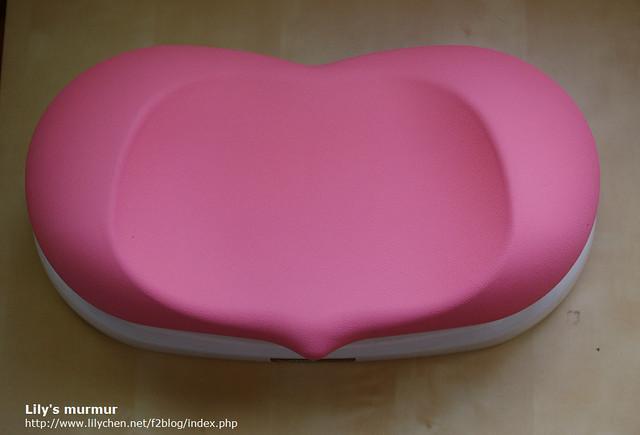 愛心的尖端向前喔,座墊看起來跟坐起來一樣舒適。
