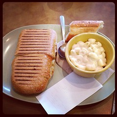 Tomato Mozzarella Sandwich and Mac and Cheese