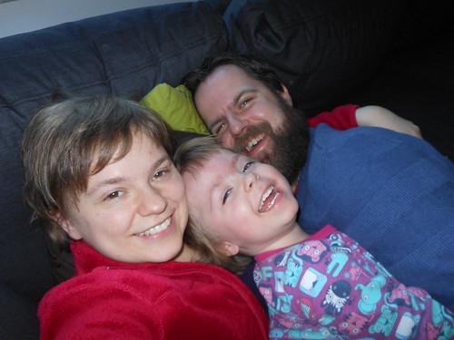 12:30 - Bonusbild: familjemys i soffan