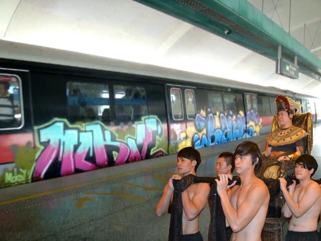 Inspecting the beautiful free grafitti on SMRT train