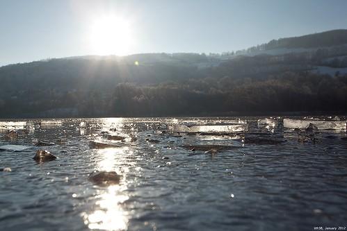 Frozen Lake by LilFr38