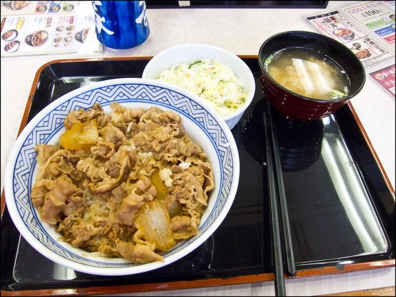 Gyudon en el Yoshinoya