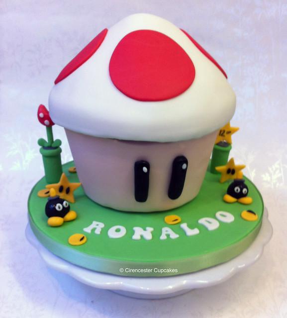 Cirencester Cupcakes - Mario Kart Giant Cupcake