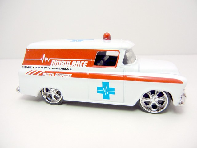 JADA BADGE CITY HEAT 1957 CHEVY SUBURBAN FIRE CHIEF (3)