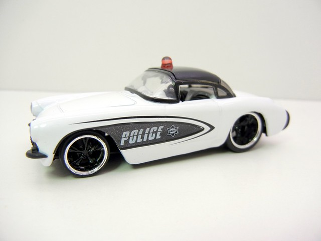 jada toys badge city heat '57 chevy corvette police (2)