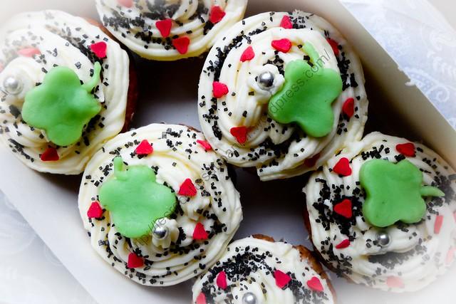 Cupcakes de Nouvel An : vanille avec glaçage à l'orange / New Year Cupcakes : Vanilla with Orange Frosting