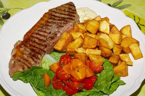 Sirloin, fried potatoes and salad by La belle dame sans souci