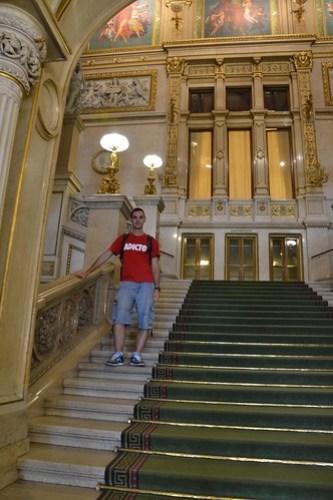 Escalera central Opera
