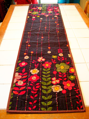 the back of the Thanksgiving table runner