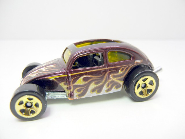 HOT WHEELS CUSTOM VOLKSWAGEN BEETLE PURPLE (2)