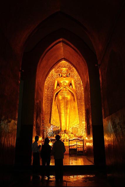 A giant standing Buddha statue - Ananda Pahto