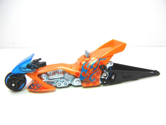 HOT WHEELS FRIGHT BIKE ORANGE (2)