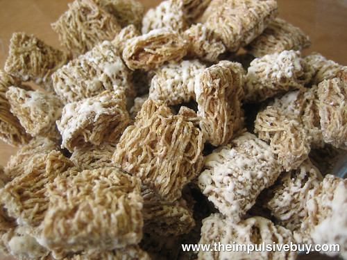 Kellogg's Cinnamon Roll Frosted Mini Wheats Little Bites Closeup