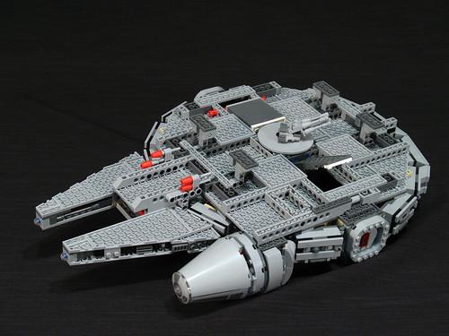 7965 Millennium Falcon Review: underside