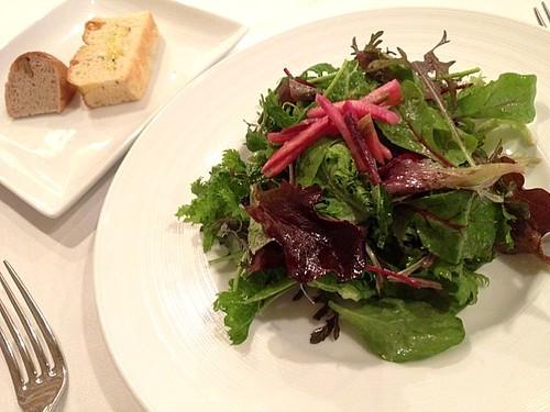 前菜のサラダとパン@ビアンカーネ