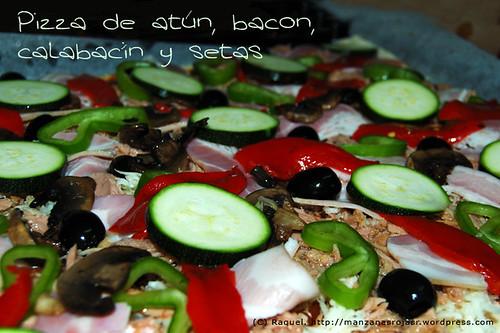 Pizza al taglio. Atún, bacon, calabacín y setas