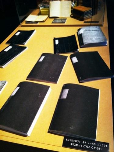 ウメサオタダオさんの実際のフィールドノートのレプリカ。メモの取り方勉強になります。