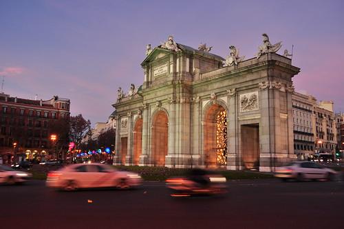 En la puerta de Alcalá (2)