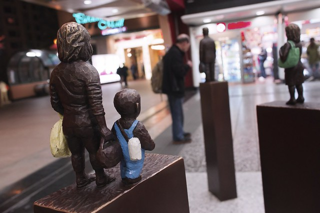 We are statuettes, supposed to be mother and son