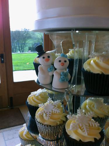 Cirencester Cupcakes - Jess & Stuart, Kingscote Barn