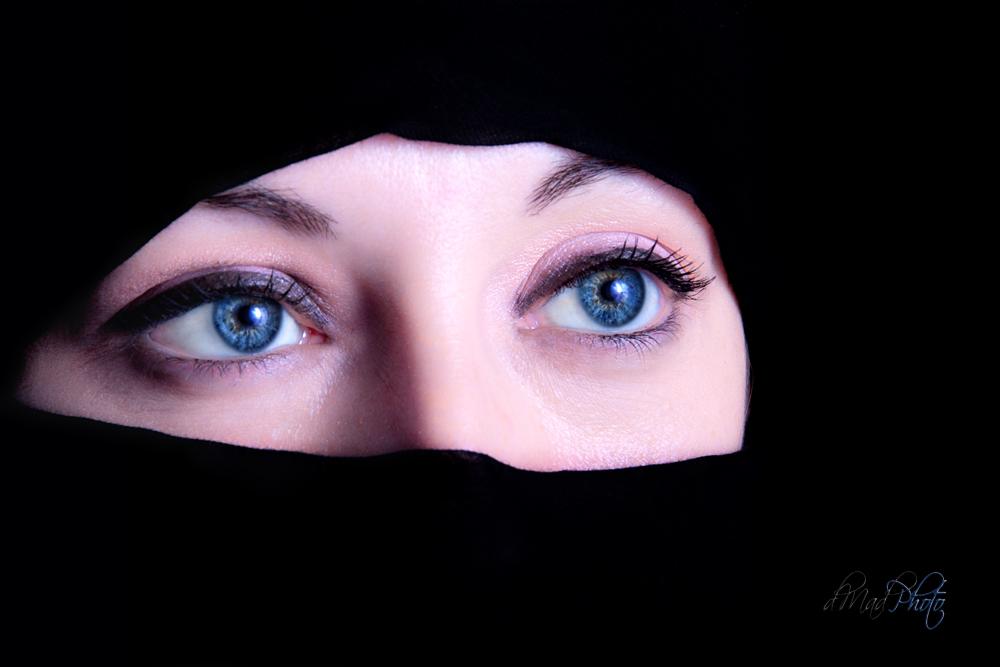 fotografía_marcos de madariaga_fotógrafo_ojos azules tras velo_burca_fotografía bella
