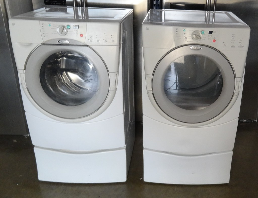 Whirlpool Washer And Dryer Combo Set Model GHW9100LW1