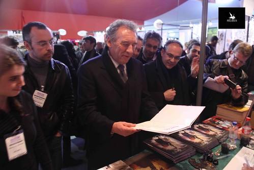 FIBD 2012 : notre stand reçoit François Bayrou by TartamudoBD