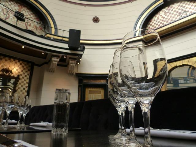 Le Dome du Marais table