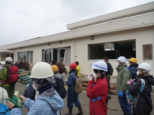 牡鹿半島鮎川浜で瓦礫撤去のお手伝い Recovery Volunteer at Oshika Peninsula, Miyagi pref. Deeply Affected by the Tsunami of Tohoku Earthquake