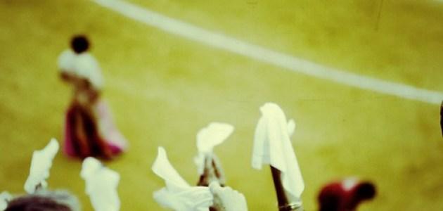 Witte zakdoekjes in de lucht