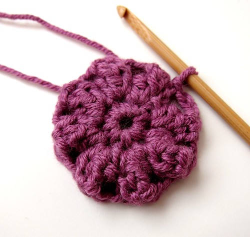 Crochet granny square and linen pincushion free tutorial 8