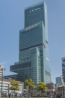 300px-Abeno_Harukas_construction_site_20130503-001[1]