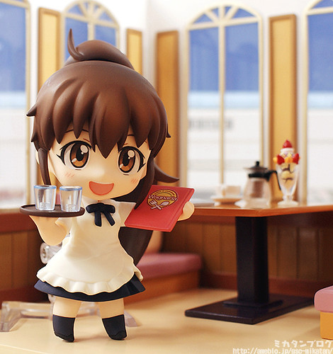 Nendoroid Taneshima Popura inside Wagnaria Playset