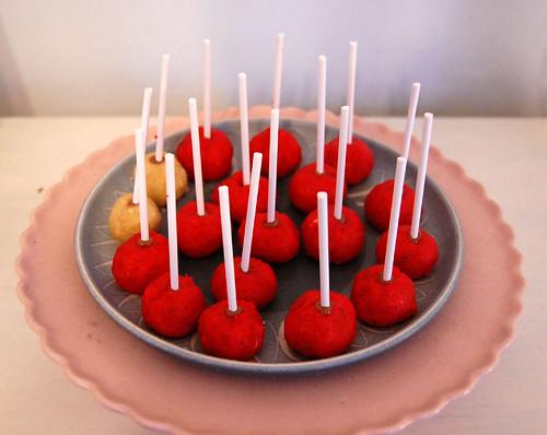 Red cake bites