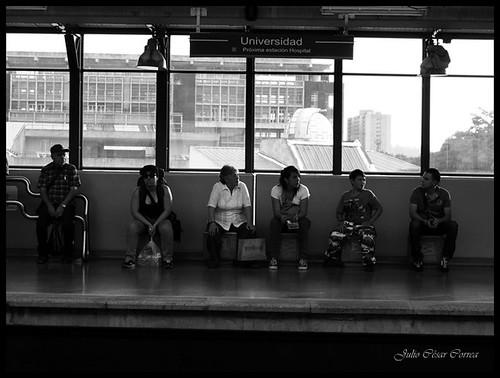 Esperando el tren- Medellín by Julio César Correa