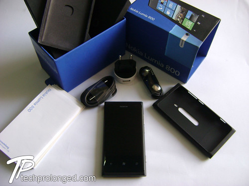 Full Package Content - Nokia Lumia 800