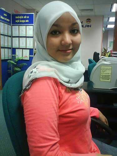 Video Skandal Gadis Pegawai Kantor Kaos Ketat Daun